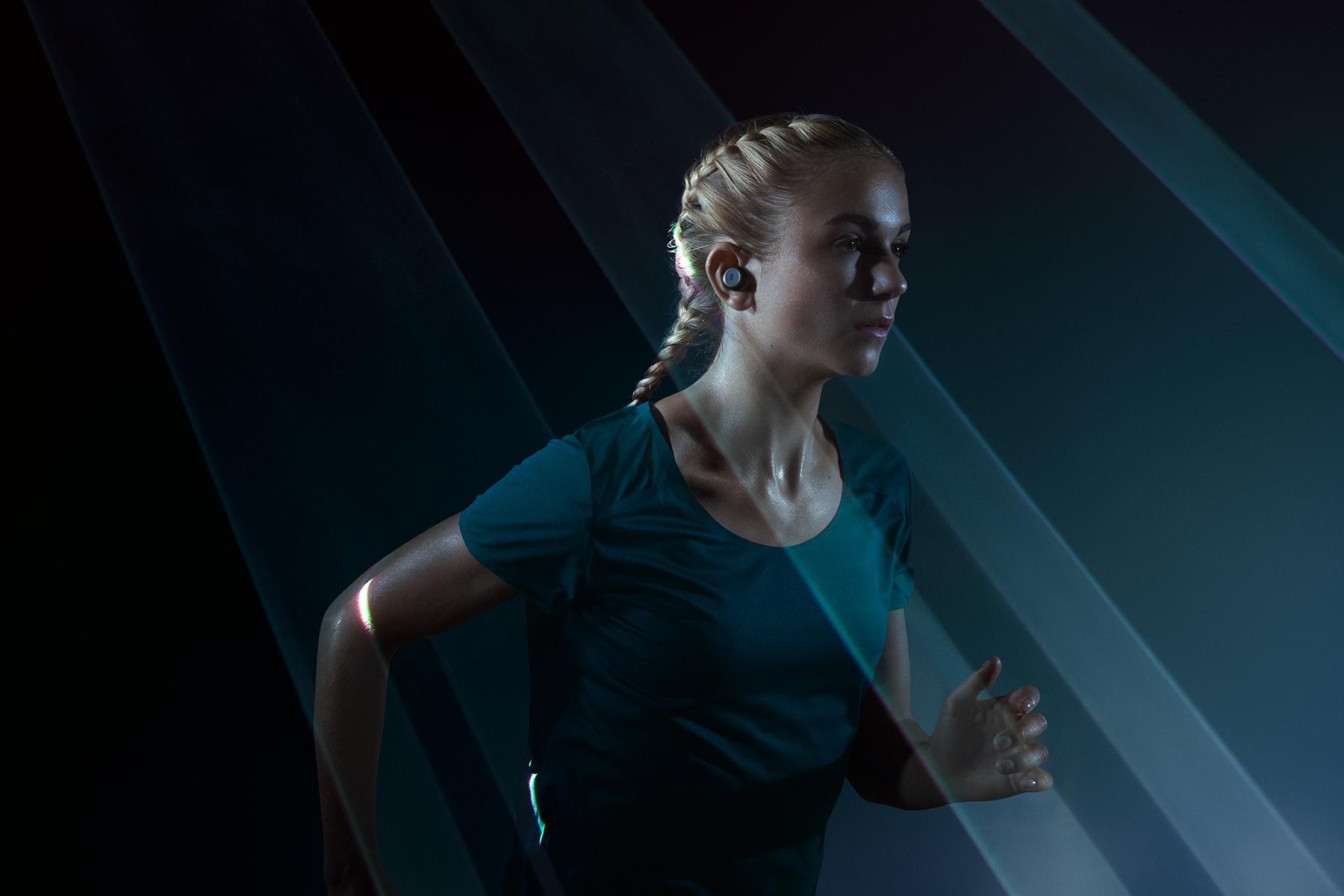runners-lab-on-running-bang-olufsen-e8-sport